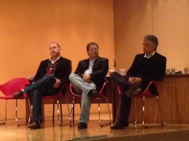Na foto, da esquerda para a direita, Joel Krueger, Presidente do CREA/PR; Jeferson Navolar, Presidente do CAU/PR e João Suplicy, Presidente da FPAA.